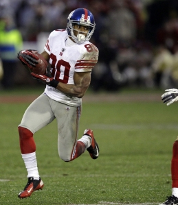 Victor Cruz playing for the Giants
